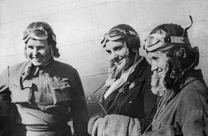 Легендарные советские лётчицы (слева направо) Марина Раскова, Полина Осипенко и Валентина Гризодубова./Фото: phototass4.cdnvideo.ru